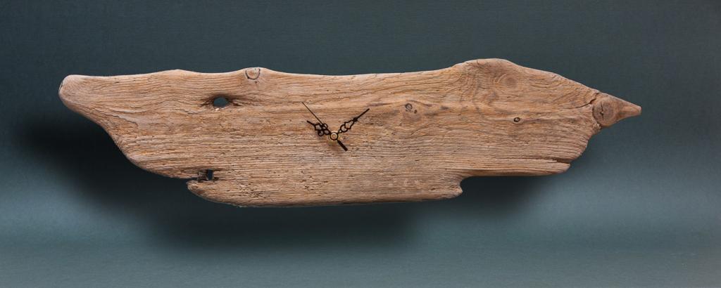 Wanduhr aus Treibholz